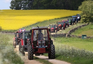 Blue Skies and Sunshine for the Bluebell Tractor Run